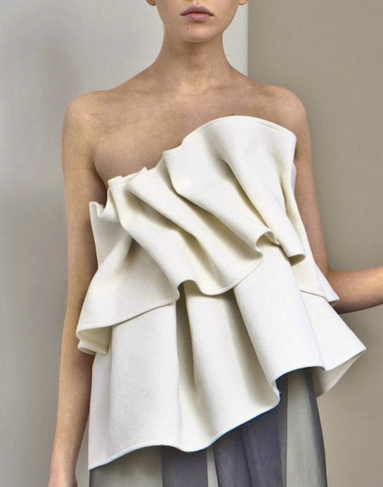 Structural Ruffles - sculpted fabric textures; dimensional details in fashion design // Commuun