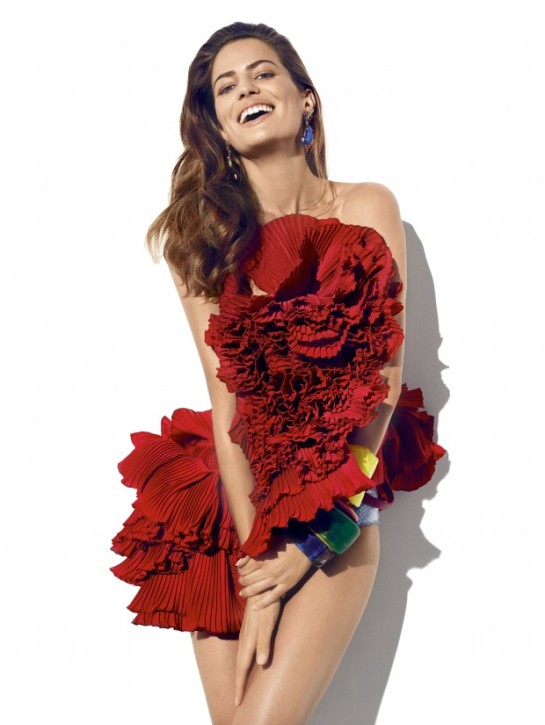 cameron-russell-by-miguel-reveriego-for-vogue-spain-june-2015vty-620x825