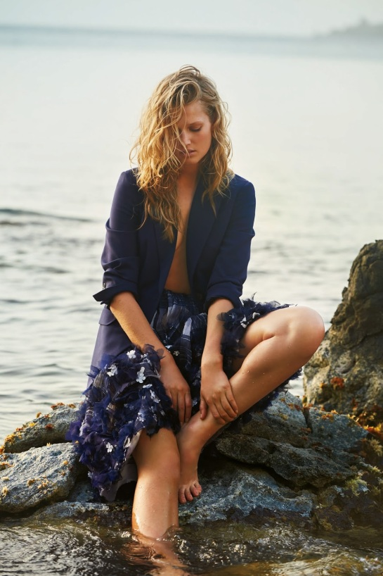 toni-garrn-18-daily-summer-may-2015-by-gilles-bensimon