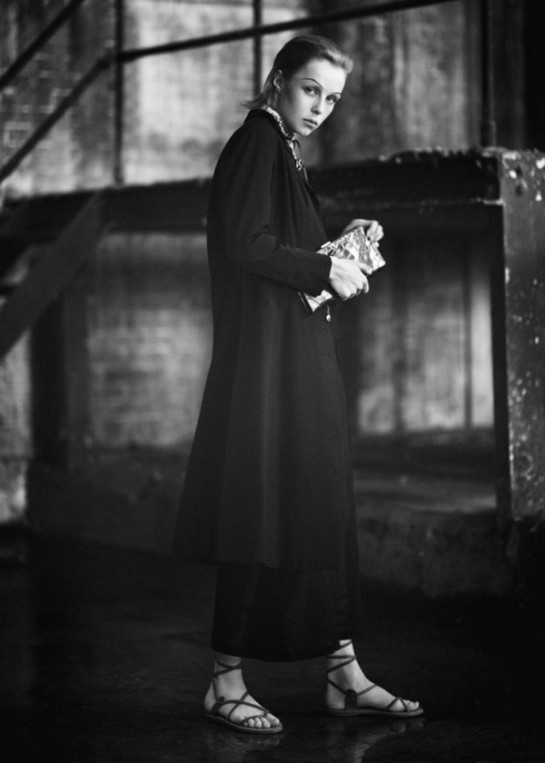 edie-campbell-by-boo-george-for-twin-magazine-springsummer-2015-4-600x840