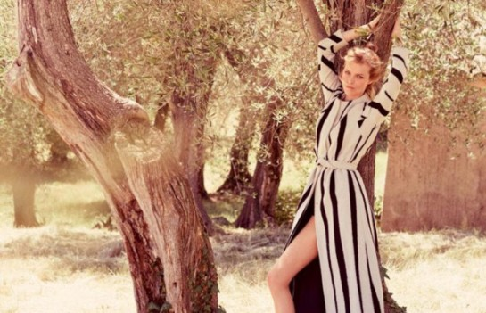 eva-herzigova-by-david-burton-for-elle-italia-august-2015-romantic-12nnn-620x400