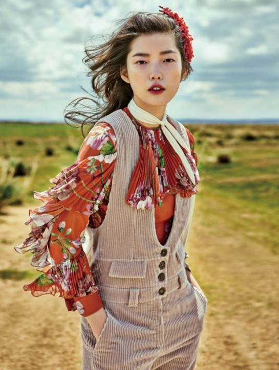 jessie-hsu-by-yin-chao-for-vogue-china-august-2015-flowers-print-1-620x824