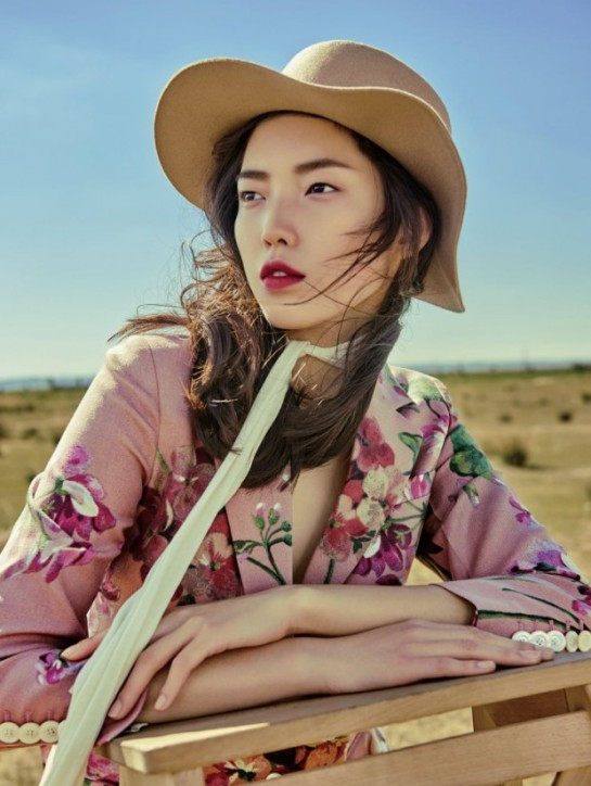 jessie-hsu-by-yin-chao-for-vogue-china-august-2015-flowers-print-1r-620x824