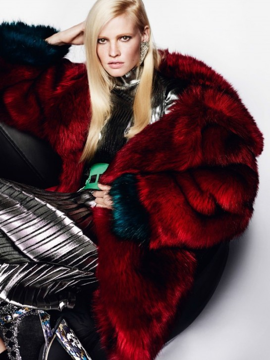 vogue-uk-august-2015-lara-stone-by-mario-testino-11ee-620x825