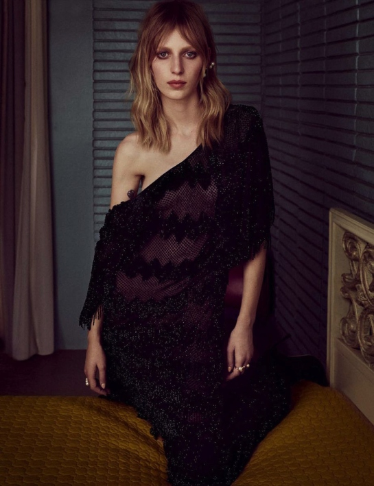 julia-nobis-by-luigi-and-iango-vogue-germany-october-2015-05