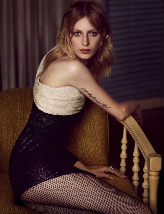 julia-nobis-by-luigi-and-iango-vogue-germany-october-2015-06