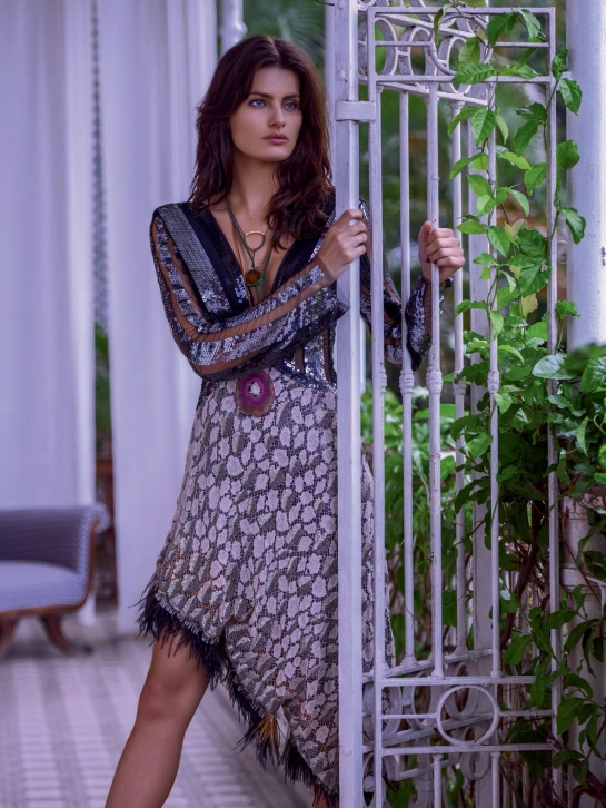isabeli-fontana-by-mariano-vivanco-for-vogue-brazil-october-2015-3