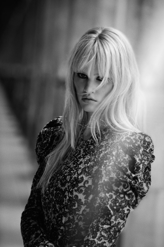lara-stone-freja-beha-erichsen-by-peter-lindbergh-for-w-magazine-november-2015-7
