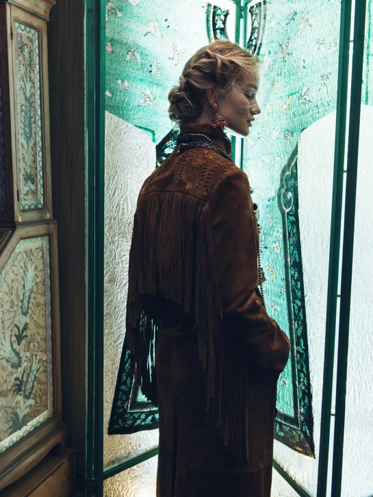 rosie-huntington-whiteley-by-sebastian-kim-for-vogue-korea-november-2015-5