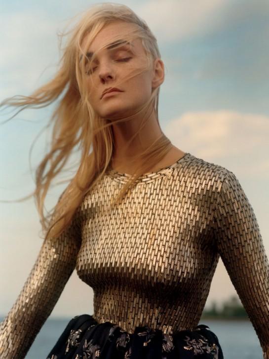 Vogue-US-December-2015-Caroline-Trentini-by-Jamie-Hawkesworth-07b-770x1028