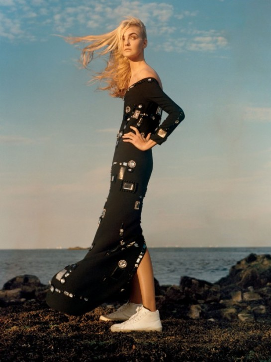 Vogue-US-December-2015-Caroline-Trentini-by-Jamie-Hawkesworth-07bft-620x826