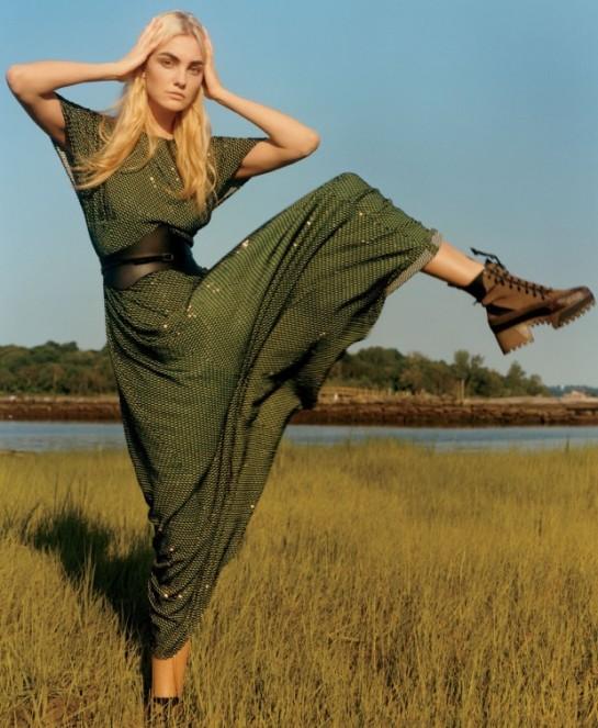 Vogue-US-December-2015-Caroline-Trentini-by-Jamie-Hawkesworth-07bvg-620x755