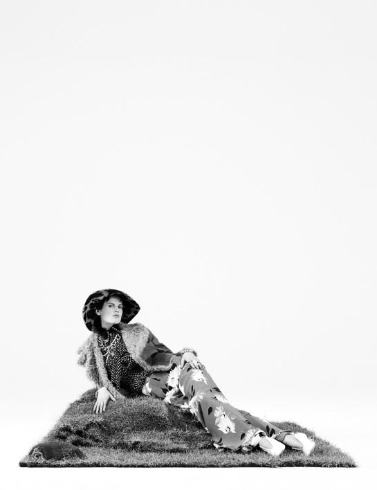 saskia-de-brauw-julia-nobis-by-willy-vanderperre-for-w-magazine-decemberjanuary-2015-2016-9